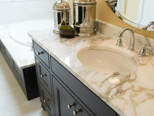 Vantiy-with-Matching-Tub-Ba
